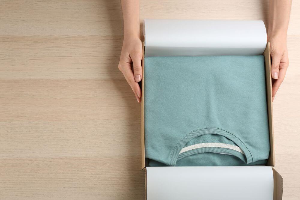 karton wysyłkowy na ubrania